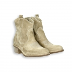 Beige suede texan low boot heel 35 mm. rubber sole